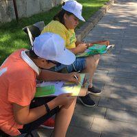 участие в конкурсе рисунков на мольбертах